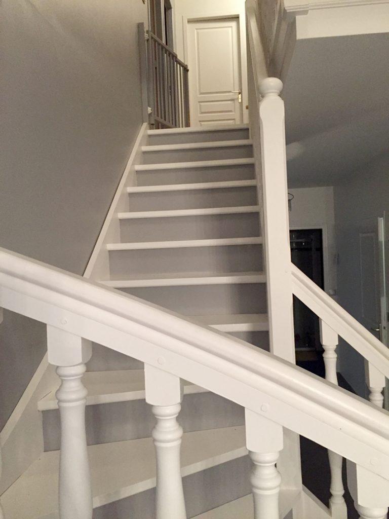 Escalier bois. Peinture et rénovation. Dijon